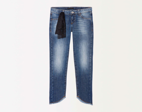 Frayed jeans with lace